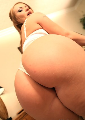 Fascinating fuck scene featuring a beautiful girl, who exposes her oiled big ass in amazing white stockings before a hardcore anal sex.