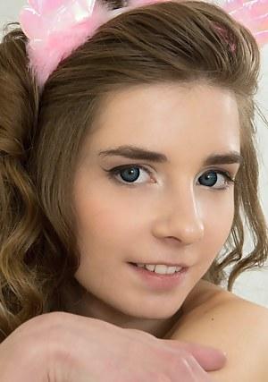 Teen Face Porn Pics at TeensAura.com