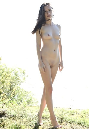 Sassy cutie just wants to give you a good look of her perfectly shaped body and curves in this hot show.