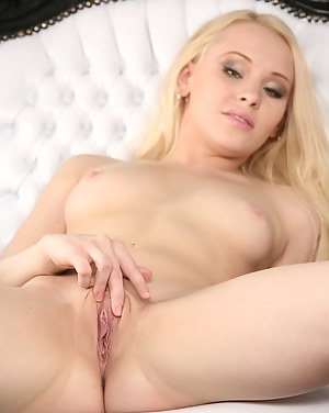 Sultry babe Lola Taylor rubbing her bare tight ass.