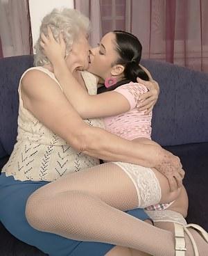 Three generations of lesbians get it on